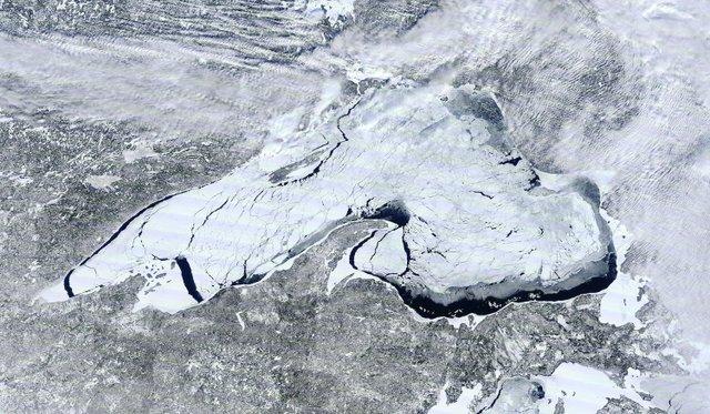Lake Superior Ice Cover: Feb. 19, 2014