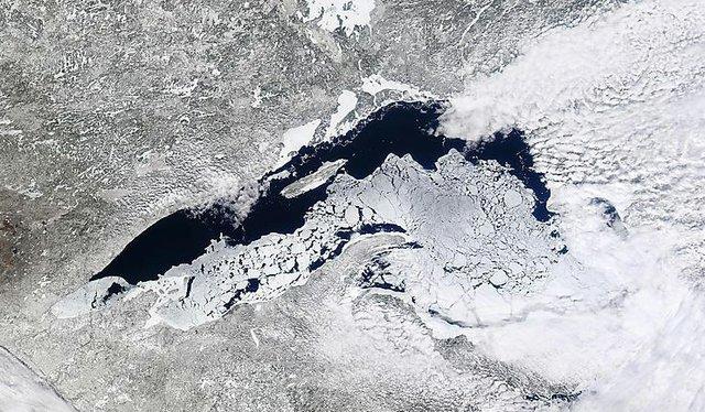 Lake Superior Ice: April 18, 2014