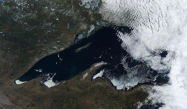 Lake Superior Ice: May 10, 2014