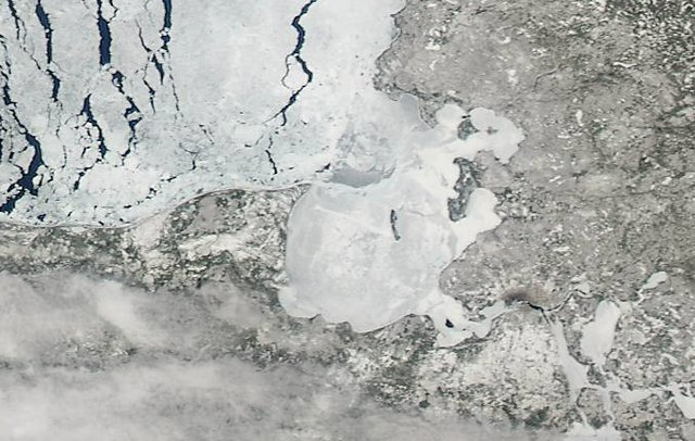 Lake Superior Ice: April 7, 2015