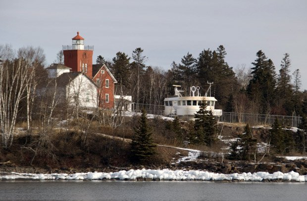 Lighthouse B-and-B – Lighthouse in Winter