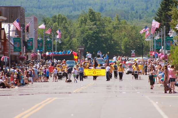 Two Harbors Area Chamber of Commerce – Heritage Days Parade