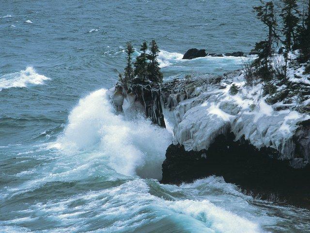 Tettegouche State Park waves