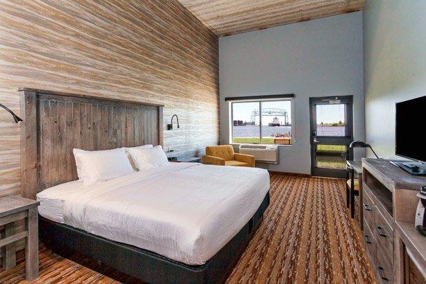 Pier B Resort – King Room overlooking harbor