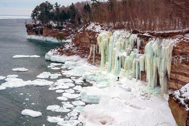 sasha-digiulian-ice-climbing-1.1240.jpg